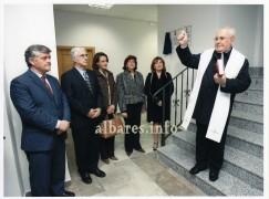 D. José Luis Redomero párroco de Albares bendijo las instalaciones